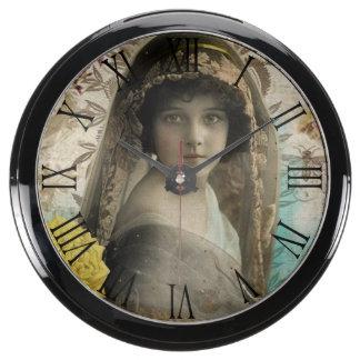 Vintage Keepsake Aquarium Clock