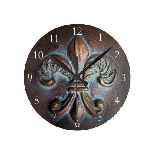 Vintage look fleur de lis round clock zazzle for Ka che vintage look