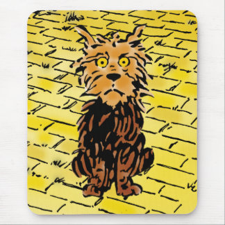 Vintage mago de Oz Toto en el camino amarillo del Alfombrillas De Ratón