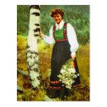 Vintage Noruega, señora con las flores Postal