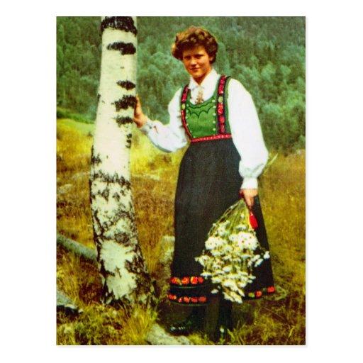 Vintage Noruega, señora con las flores Postales