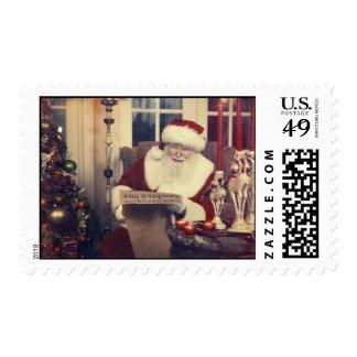 Vintage Papá Noel que comprueba su lista dos veces Sello