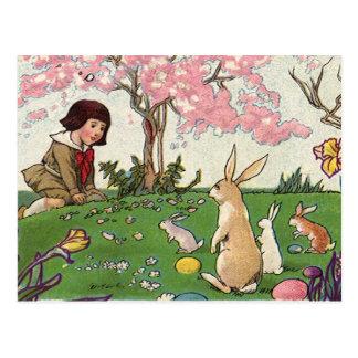 Vintage Pascua, niño en una caza del huevo con los Postal