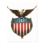 Vintage patriótico, Eagle calvo con la bandera Postal