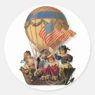 Vintage patriótico, niños en un globo del aire pegatina redonda