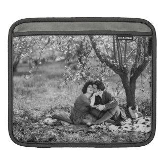 Vintage Photo Sweet Picnic Kiss Rudolph Valentino iPad Sleeve