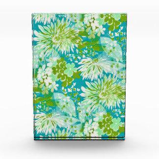 Vintage Quaint Spring Flowers Fabric Look Award