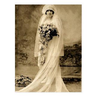 Vintage que casa a una novia tarjeta postal