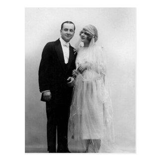 Vintage que casa la novia y al novio postales