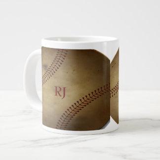 Vintage que mira béisbol con el monograma de encar taza grande