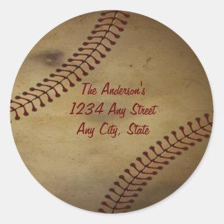 Vintage que mira béisbol con el monograma de pegatina redonda