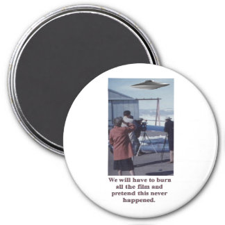 Vintage - Retro UFO Sighting - burn the film 3 Inch Round Magnet