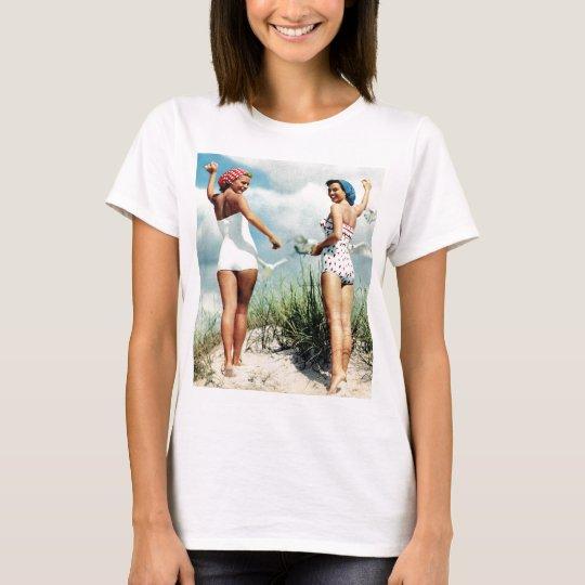 Vintage Retro Women 60s Surfing Beach Girls T-Shirt