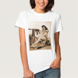 Vintage Retro Women Machine Gunner Girl Tshirt