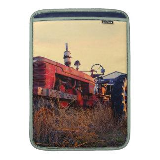 vintage rojo de la máquina del tractor viejo funda macbook air