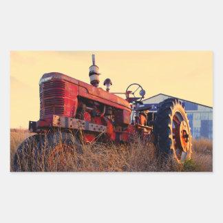 vintage rojo de la máquina del tractor viejo pegatina rectangular