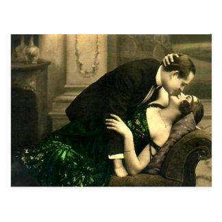 Vintage romántico francés del beso del amor postal