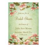 Vintage rosado de las azaleas en la ducha verde de invitaciones personales