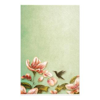 Vintage rosado de las azaleas en la niebla verde papelería