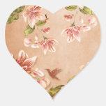 Vintage rosado de las azaleas floral en el whisky pegatina de corazón