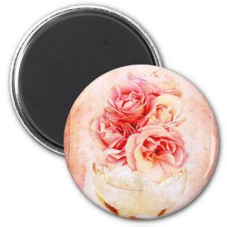 Vintage roses in the vase magnet