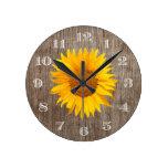 Vintage rústico de madera del granero del girasol reloj redondo mediano
