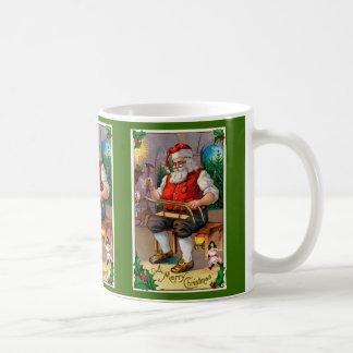 Vintage Santa gráfico en su taller Taza