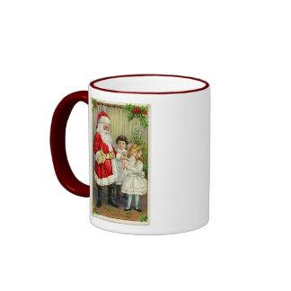 Vintage Santa que distribuye los regalos Taza