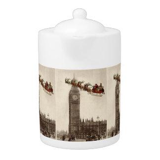 Vintage Santa sobre la tetera del navidad de Londr