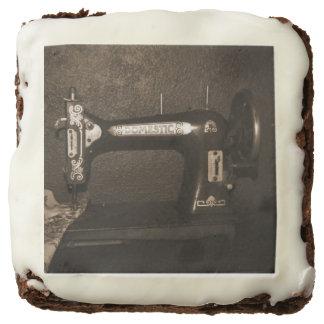 Vintage Sewing Machine Brownie