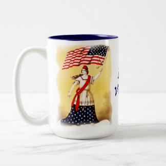 """Vintage """"siempre vigilante"""" patriótico taza de dos tonos"""