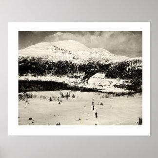 Vintage ski iamge, Crossing the valley on skis Poster