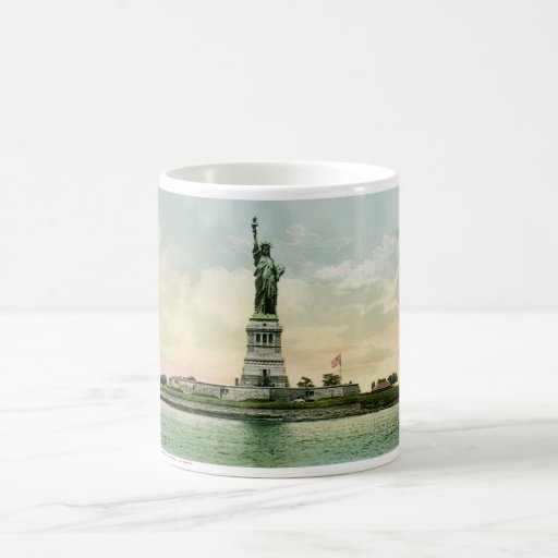 """Vintage """"Statue of Liberty"""" Poster. New York. Mugs"""