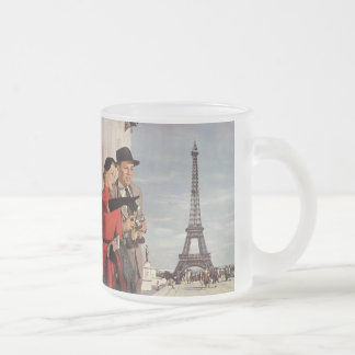 Vintage Tourists Traveling in Paris Eiffel Tower 10 Oz Frosted Glass Coffee Mug
