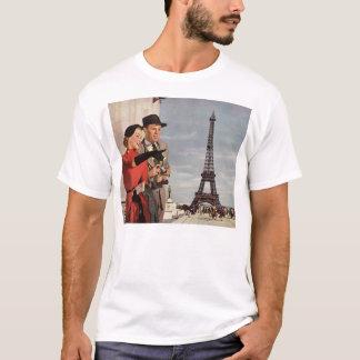 Vintage Tourists Traveling in Paris Eiffel Tower T-Shirt