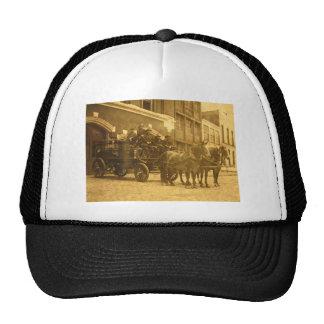 Vintage traído por caballo del coche de bomberos gorra