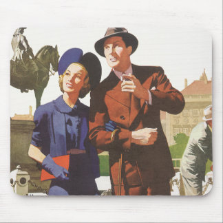 Vintage Travel, Tourists on Vacation Sightseeing Mouse Pad