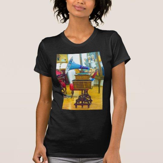 vintage turntable T-Shirt