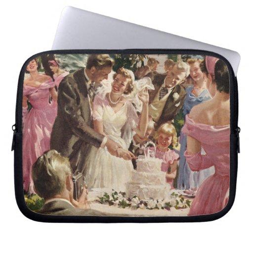 Vintage Wedding Bride Groom Newlyweds Cut Cake Computer Sleeve