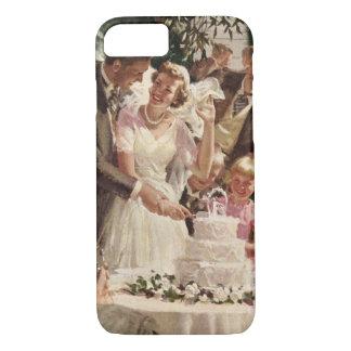 Vintage Wedding Bride Groom Newlyweds Cut the Cake iPhone 8/7 Case