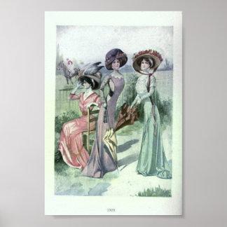 Vintage Women's Fashion 1900's Print