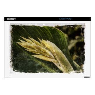 """Vintage Yellow Bird of Paradise 17"""" Laptop Skin"""