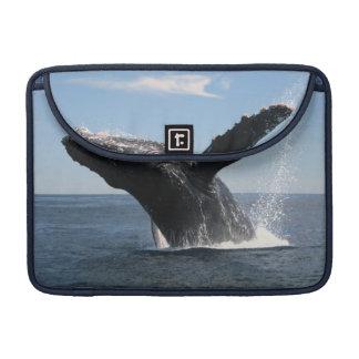 Violación adulta de la ballena jorobada funda macbook pro