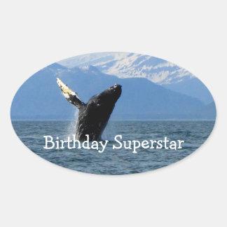 Violación de la ballena jorobada; Feliz cumpleaños Calcomania Óval