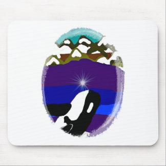 Viole a las montañas la orca mouse pads