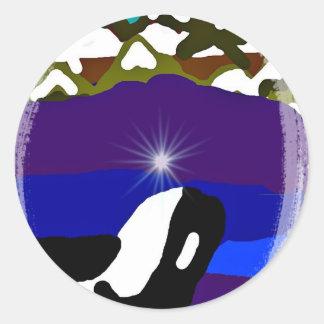 Viole a las montañas la orca pegatina redonda