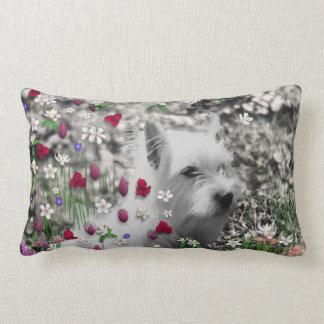 Violeta en flores - perro blanco de Westie Cojines