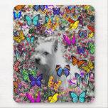 Violeta en mariposas - perro blanco de Westie Alfombrilla De Ratón