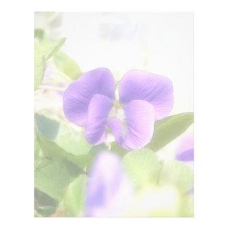 Violeta preciosa de la primavera membretes personalizados