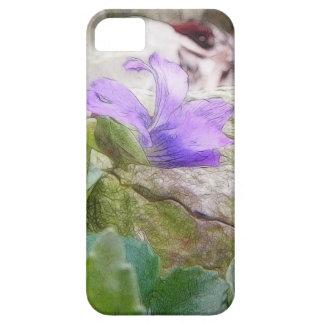 Violeta púrpura en el jardín de piedras iPhone 5 carcasa